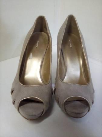 Photo Fioni tan suede dress shoe - $10 (Chippewa falls)