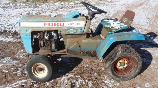 Photo Ford LGT 145 open side - $200 (LADYSMITH)