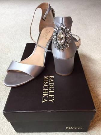 Photo Jewel by Badgley Mischka Silver Gray Satin Block Heel Shoes size 8.5 M - $50 (South of Eau Claire)