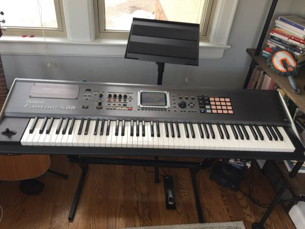 Photo Roland Fantom-S88 Keyboard Workstation 88 keys - $900 (Eau Claire)
