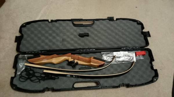 Photo Take-Down Recurve Bow and Kit - $220 (Eau Claire)