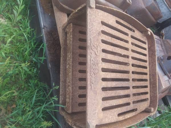 Photo USA made Cast Iron Park Style Grill - $150 (Wheeler)
