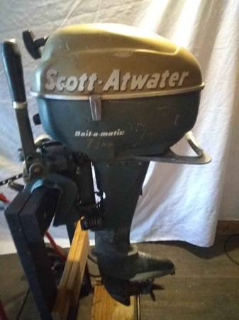 Photo VINTAGE SCOTT ATWATER BOAT MOTOR - $250