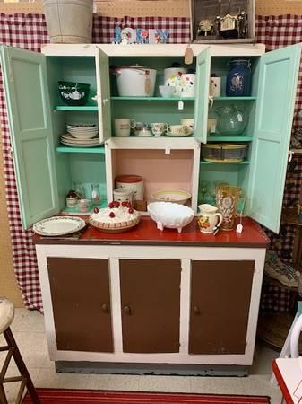 Photo Vintage Kitchen Hutch - $155 (Chippewa Falls)