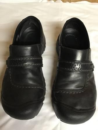 Photo Womens Keen shoes w steel toe - $8 (Eau Claire)