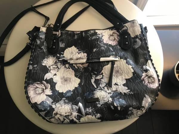 Photo Blue, black and white floral handbag  purse - $15 (Corning)