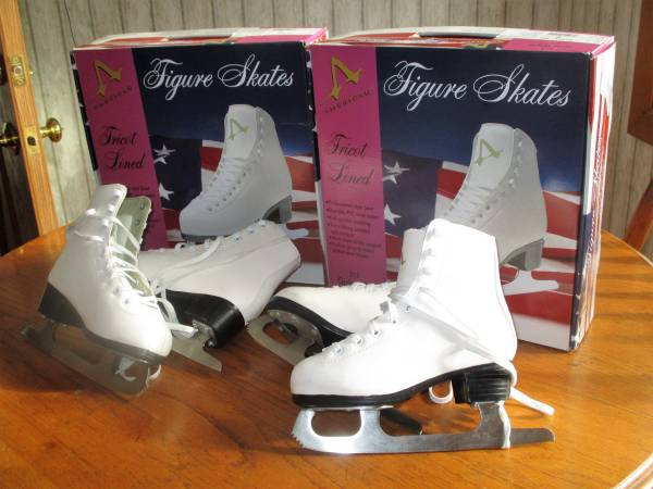 Photo Girls youth ice skates - $10 (CORNING)