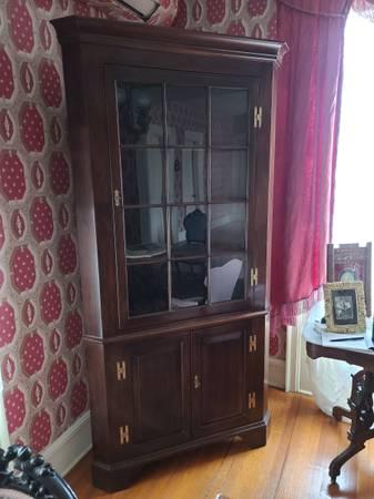 Photo Henkel Harris Mahogany Corner Cabinet - $500 (Horseheads)
