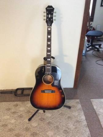 Photo John Lennon Limited-Edition Guitar - $400 (Big Flats)