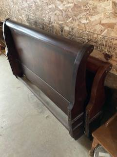 Photo Queen Sleigh Bed  Box Spring - $150 (Horseheads)
