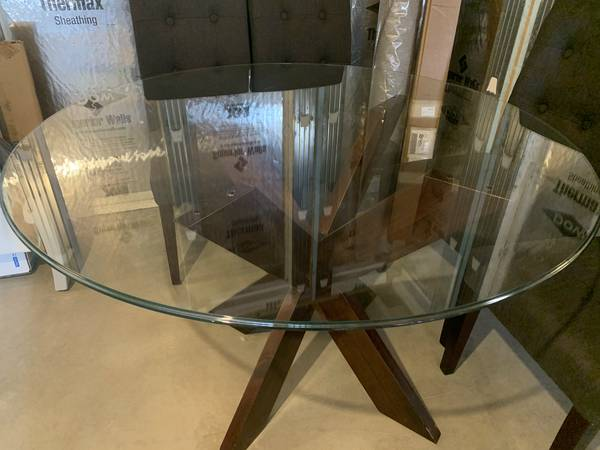 Photo Round Glass Table - Pier 1 - $100 (Sayre, PA)