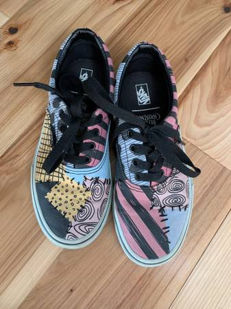 Photo Vans quotOff the Wallquot Sally Nightmare Before Christmas Shoes - $20 (Corning)