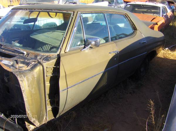 Photo 1972 chevy chevelle parts body interior front and rear axlesl - $20 (Chaparral)