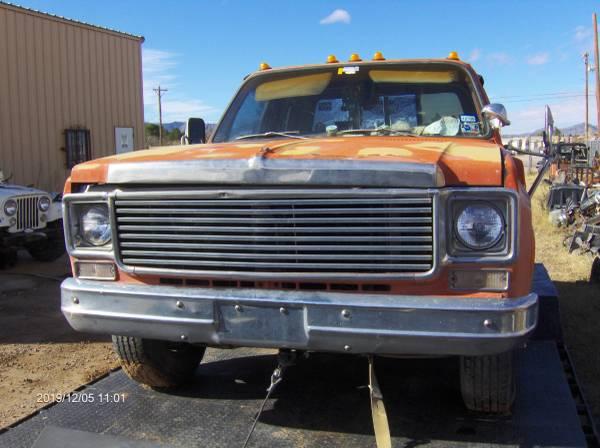 Photo 1975 to 1986 chevrolet chevy truck blazer surburban C 10 C 20 - $15 (Chaparral)