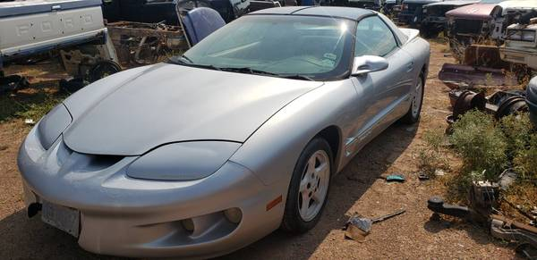 Photo 1998 Pontiac Firebird Front Clip - $450 (10880 Dyer Street El Paso, TX)
