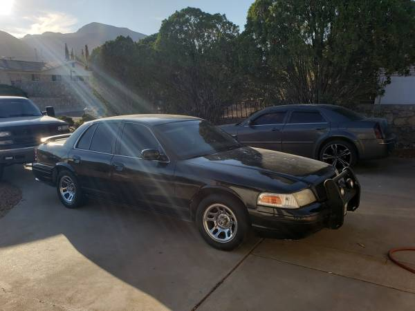 Photo 2001 Ford Crown Victoria - $1,200 (El Paso, TX)