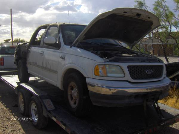 Photo 2003 Ford F 150 Truck pick up 5.4 Trition auto 2 wheel drive - $10 (Chaparral)