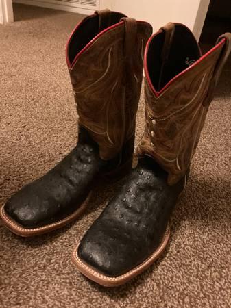 Photo Brown and black boots - $80 (El Paso)