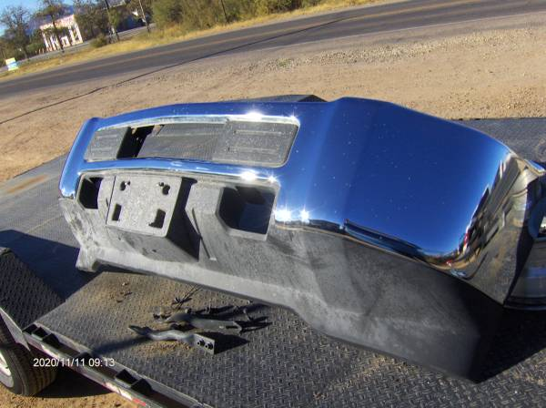 Photo Chevrolet Chevy GMC OEM 2018 2500 or 3500 front bumper w brackets - $650 (Chaparral)