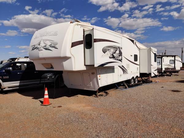 Photo Clean 2009 Keystone Montana 35ft Fifth Wheels - $18,500 (Van Horn, TX)