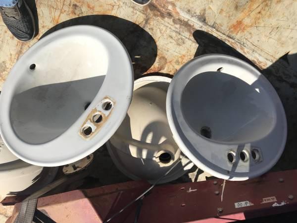 Photo Kohler Bathroom sinks - $5 (central)
