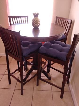 Photo Mesa 4 sillas altas. Pier One - $200 (Valle bajo)