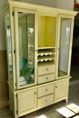 Photo Nice wooden China w glass shelves - $125 (San Elizario)