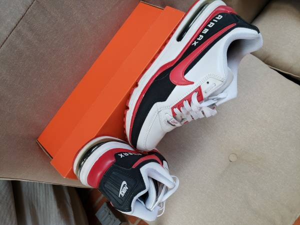 Photo Nike Red White Airmax - $50 (Northeast)