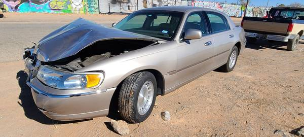 Photo Parting Out a 1999 Lincoln Towncar - $1,234 (10880 Dyer Street El Paso, TX)