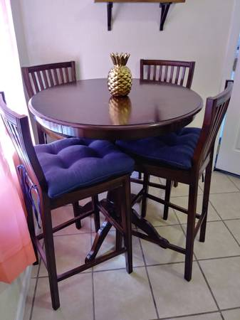 Photo Pier One Bar Table - $200 (Valle bajo)