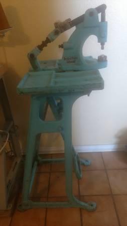 Photo Punch button press machine - $100 (El Paso)