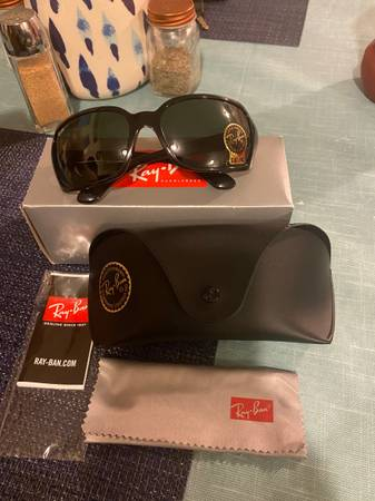 Photo Ray-Ban Brand New 100 Authentic for Women - $100 (Far West)