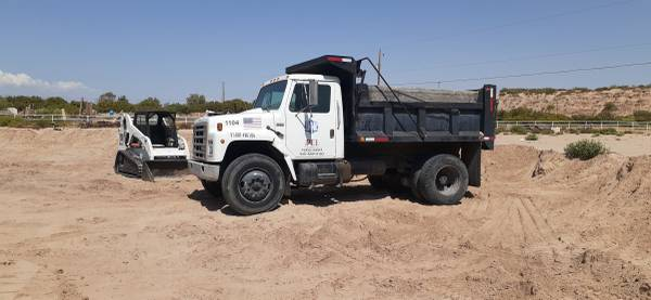 Photo SCREENIN for sale FILL DIRT Dump truck and bobcat work. - $150 (Socorro)