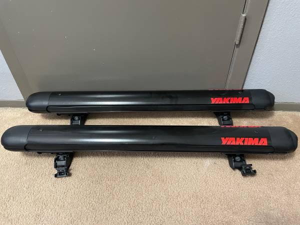 Photo Yakima FatCat 6 Locking Ski And Snowboard Rack - $180 (East El Paso)
