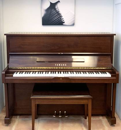 Photo Yamaha U1 Studio Upright Piano - $4,490 (Tom Lepinski Piano)
