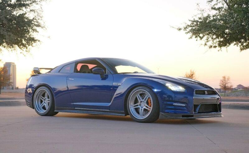 Photo 2013 Nissan GT-R Premium AWD 2dr Coupe