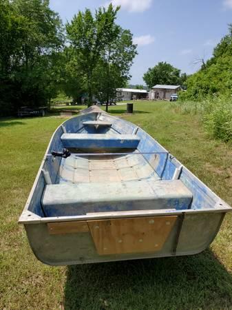 Photo 14 ft Aluminum boat - $700 (Sedan)