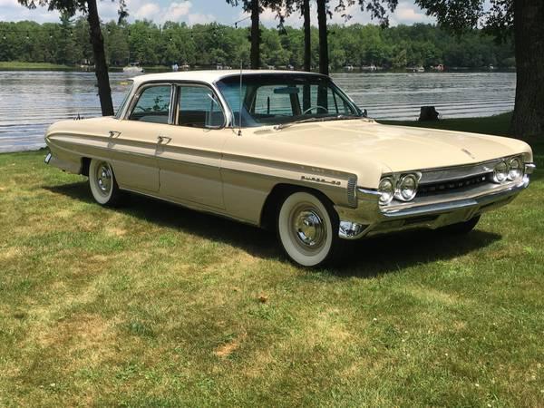 Photo 1961 Oldsmobile Super 88 - $20,000 (Guthrie)