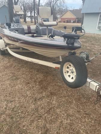 Photo 1995 quantum fishing bass boat 115hp Mercury - $5,500 (Choctaw)
