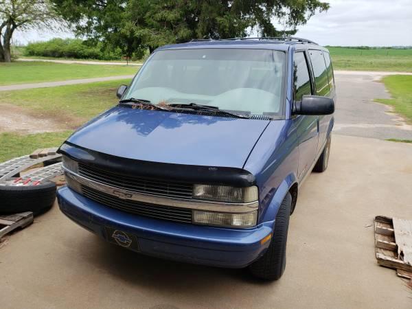 Photo 1996 Chevy Astro - $1200