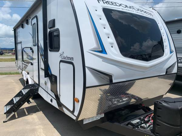 Photo 2021 coachman freedom express 259fkds - $34,900 (Mcalester)