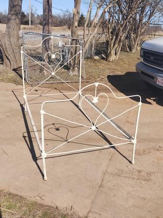 Photo Antique Heart Iron Bed Frame - $300 (SE OKC)