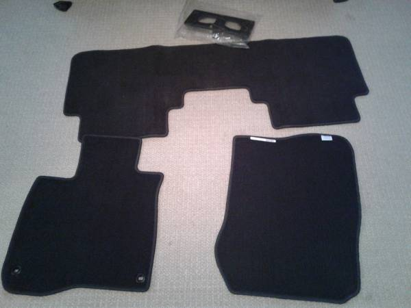 Photo Brand new Honda CRV 2020 mats and license plate holder - $75 (Midwest City)