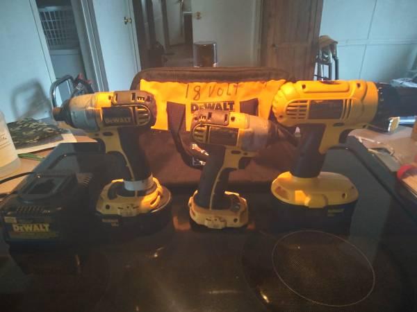 Photo Dewalt 18 volt tools - $100 (Meeker)