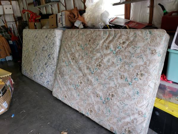 Photo Full mattress and box spring (Arma Kansas)