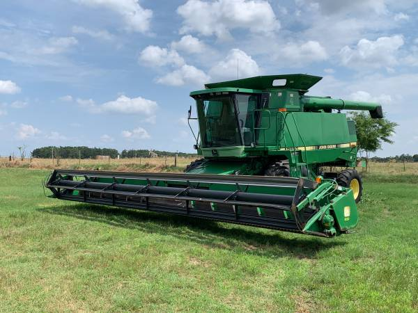 Photo John Deere 9600 Combine with 30 ft header and trailer - $26,900 (Dover)