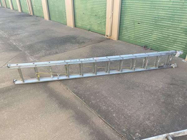 Photo KELLER Aluminum Extension Ladder 2439, 200 lb. Model 3224 - $40 (Enid)