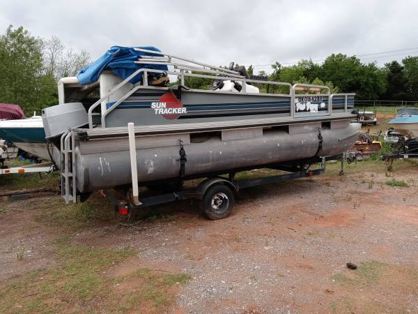 Photo PONTOON BOAT, TRACKER BASS BUGGY 18 FT WITH 60 HP JOHNSON OUTBO ENGINE - $6,595 (Arcadia)