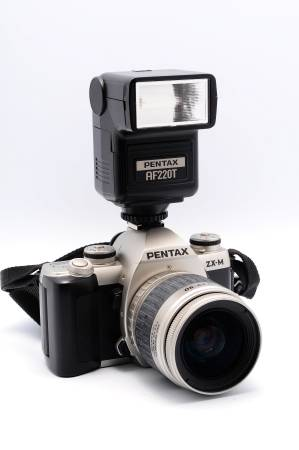 Photo REALLY NICE PENTAX ZX-M FILM BODY W28-90MM LENS , FLASH AND BAG - $95 (Yukon Joe)