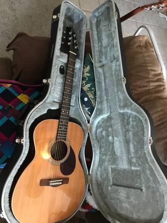 Photo Samick Greg Bennett Acoustic Guitar With Hard Case - $200 (Arkansas City)